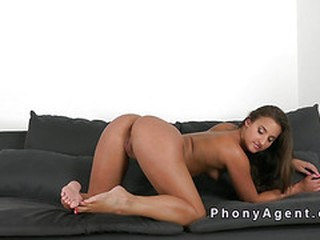 Tanned amateur takes creampie in casting