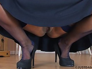Voluptuous mature housewife with a big ass does not like to wear panties at all